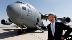 Джон Керри прибыл в аэропорт Багдада, Ирак. 24 марта 2013 года
