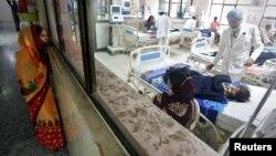 گورکھ پور کے ڈسٹرکٹ اسپتال میں بچوں کا انتہائی نگلہداشت کا یونٹ۔ 14 اگست 2017