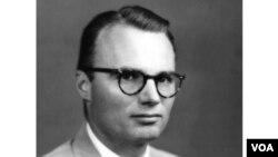 VOA Director Henry Loomis (1958 – 1965)