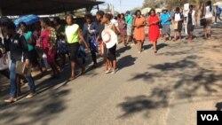 Abantu betshengisela esibhedlela seMpilo Hospital koBulawayo