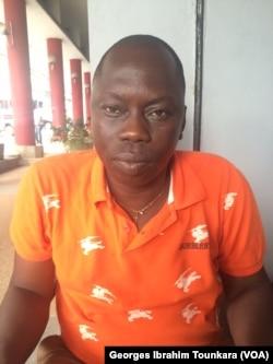 L'inquiétude se lit sur le visage de Kouame Kouame Jean planteur à Divo, le 7 avril 2017. (VOA/Georges Ibrahim Tounkara)