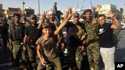 伊拉克军队士兵在基尔库克庆祝胜利