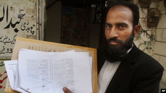 Mustafa Kharal, lawyer of  pregnant woman Farzana Parveen who was stoned to death, shows her marriage certificate in Lahore, Pakistan, May 28, 2014.