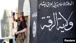 """داعش د سوریې د راقې ښار د خپل """"خلافت"""" پایتخت ګڼي"""