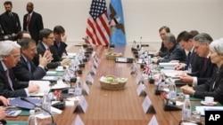 Hội nghị các Bộ trưởng Quốc phòng NATO tại Brussels, ngày 22/2/2013.