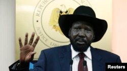 남수단 실바 키르 대통령이 18일 기자회견에서 최근 유혈 사태에 대한 입장을 밝히고 있다. 키르 대통령은 반대 세력과 대화할 용의가 있다고 말했다.