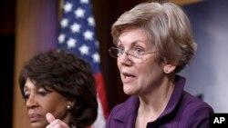 Anggota Komisi Perbankan Senat AS, Elizabeth Warren (kanan) mendesak Depkeu menyelidiki sumber-sumber keuangan teroris pasca bocornya dokumen Panama (foto: dok).