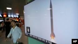 Truyền hình Hàn Quốc đưa tin về một vụ phóng tên lửa của Bắc Triều Tiên ở Seoul, Hàn Quốc, ngày 3 thang 8 năm 2016.