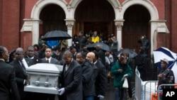 Đám tang của Akai Gurley tại Nhà thờ Brown Baptist Memorial trong khu Brooklyn, New York, 6/12/14