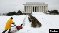 2月13日,美國首都華盛頓被大雪覆蓋。