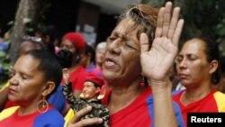 Dân Venezuela cầu nguyện cho sức khỏe của ông Chavez tại Caracas.