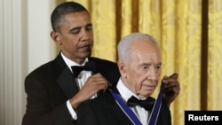 美國總統奧巴馬頒發自由勳章給以色列總統佩雷斯