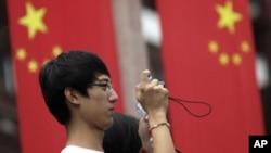 지난달 27일 중국 상하이의 한 관광객. (자료사진)
