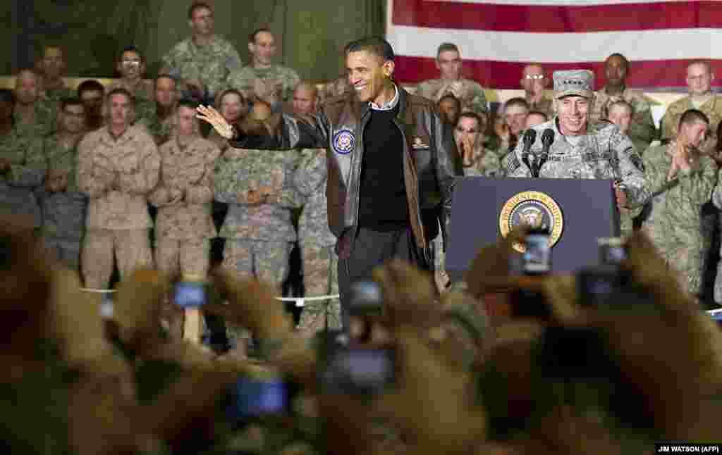 دیدار بارک اوباما، رییسجمهور پیشین ایالات متحده از پایگاه نظامی بگرام در سال۲۰۱۰