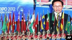 11일 오후 전라남도 여수시에서 열린 '세계박람회' 개막선언을 하고 있는 이명박 한국 대통령