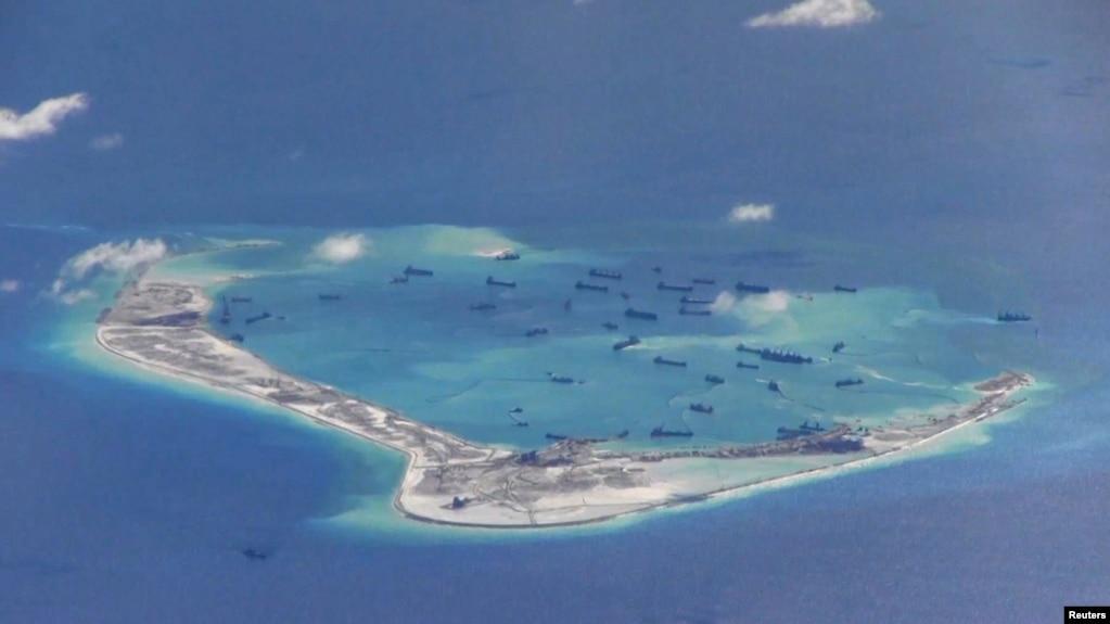 Đá Vành Khăn, nơi tàu khu trục USS Mustin tiến hành hoạt động thể hiện tự do hàng hải ở Biển Đông.