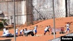 Caos nas prisões brasileiras