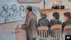 Dalam sketsa persidangan ini, Jaksa AS, William Weinreb, kiri, digambarkan memberikan pernyataan pembukaan di hadapan Hakim Distrik AS George O'Toole Jr, ujung kanan, pada hari pertama persidangan tersangka bom Boston, Dzhokhar Tsarnaev, di Boston (4/3).
