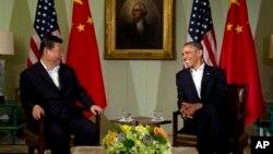 지난 7일 미국 서부 캘리포니아주 란초미라지에서 바락 오바마 미국 대통령(오른쪽)과 시진핑 중국 국가주석이 정상회담을 가졌다. (자료사진)