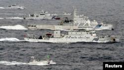 Tàu hải giám của Trung Quốc chạy gần tàu tuần duyên của Nhật Bản gần vùng đảo đang tranh chấp, 23/4/13