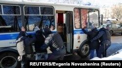 Policija privodi pristalice Alekseja Navalnog
