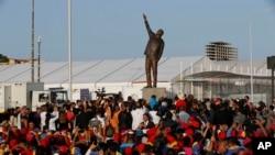 Những người ủng hộ Chính phủ tham dự lễ khánh thành bức tượng của cố Tổng thống Hugo Chavez của Venezuela trong khi Hội nghị thượng đỉnh Phong trào không liên kết lần thứ 17 diễn ra tại Porlamar, đảo Margarita, Venezuela, ngày 16 tháng 09 năm 2016.