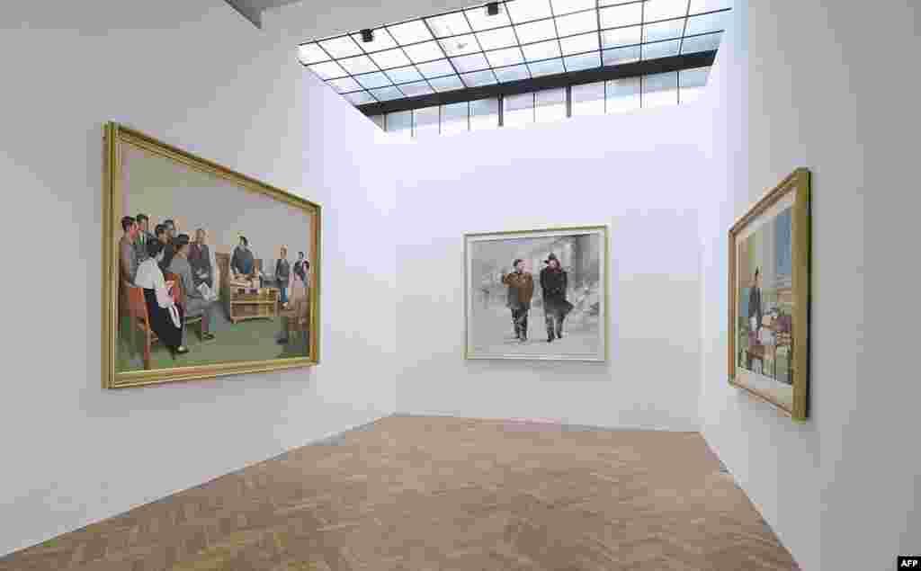 Часть экспозиции с портретами Ким Ир Сэна и Ким Чен Ира