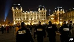 تدابیر امنیتی در پاریس پس از حملات مرگبار افراطیون اسلامی گسترش یافته و فرانسه در سالهای اخیر در حالت آماده باش قرار دارد.