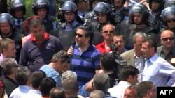 Shqipëri: PS dhe përkrahës të saj vazhduan protestën para godinës së KQZ-së