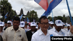 Opposition leader Sam Rainsy is welcomed in Siem Reap by thousands supporters during a election rally on July 24, 2013.