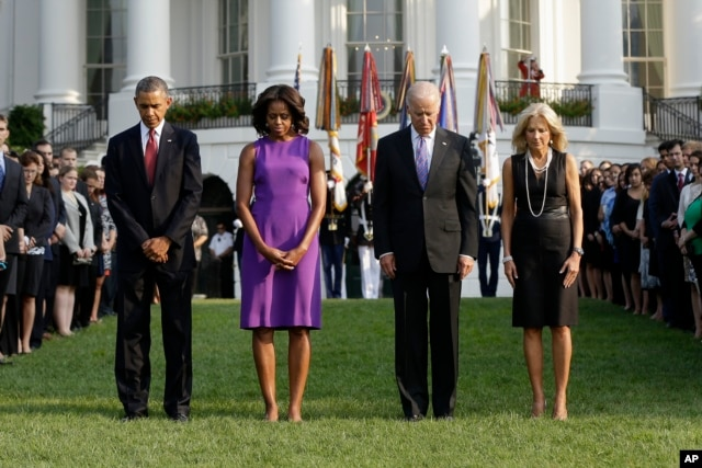 President Barack Obama, first lady Michelle Obama, Vice President Joe Biden, and Jill Biden bow their heads for a moment of silence on the South Lawn of the White House in Washington, Sept. 11, 2013.