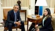 دجمعې په ورځ سپينې ماڼۍ ته په ورتللو دامريکا صدر براک اوباما  دايبولا دناروغۍ نه  جوړې شوې  امريکائي نرسې  نينا فام ته ورتغاړى وتلى دى.