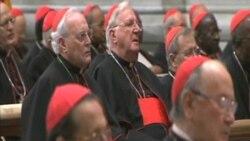 Colegio cardenalicio ora en la basílica de San Pedro