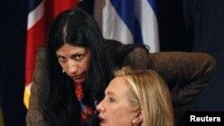 Bivša američka državna sekretarka Hilari Klinton i njena savetnica Huma Abedin