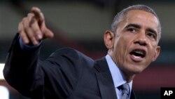 Las Vegas'taki Del Sol Lisesi'nde konuşma yapan Başkan Barack Obama
