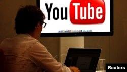 El director ejecutivo de Google, Eric Schmidt, dijo que cuando los países en vías de desarrollo alcancen la madurez plena en el uso del internet, los usuarios de Youtube podrían ser de 6.000 a 7.000 millones al mes.