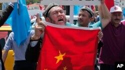 居住在土耳其的維吾爾人和土耳其支持者2015年7月5日舉行抗議中國的示威活動。
