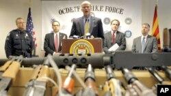 """Autoridades de Arizona hablan sobre el decomiso de armas que fueron parte del operativo """"Rápido y Furioso"""", que ha desatado las críticas en Estados Unidos y México."""