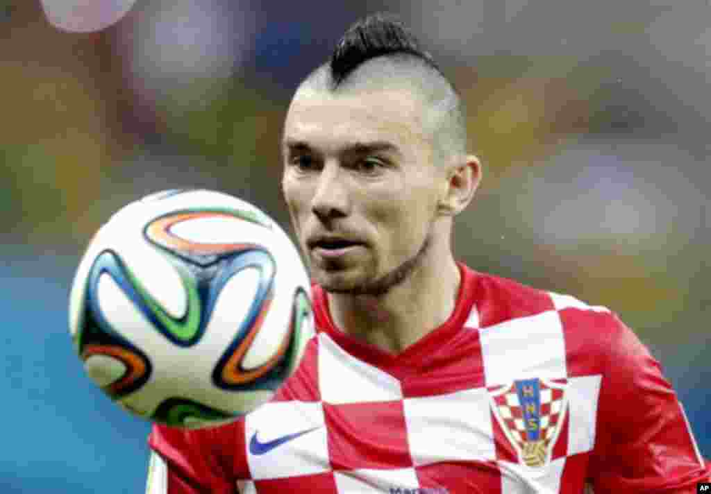 Croatia's Danijel Pranjic eyes the ball during the group A World Cup soccer match between Cameroon and Croatia at the Arena da Amazonia in Manaus, Brazil, Wednesday, June 18, 2014. (AP Photo/Dolores Ochoa)