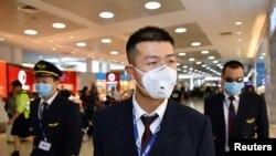 کرونا وائرس سے بچاؤ کے لیے مختلف کمپنیوں نے اپنے ملازمین کو ماسک فراہم کر دیے ہیں۔