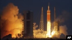 Старт ракети з капсулою Orion