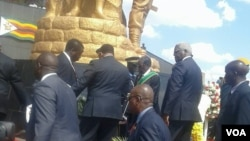 UMongameli Robert Mugabe emathuneni eHeroes Acre eHarare ngoMvulo.