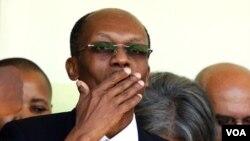 Ansyen Prezidan ayisyen Jean-Bertrand Aristide nan Pòtoprens vandredi 18 mas 2011 la