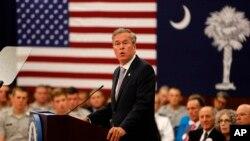 El candidato republicano a la nominación presidencial Jeb Bush pronunció un discurso en el colegio militar Citadel, en Carolina del Sur, el miércoles, 18 de noviembre de 2015.