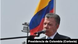 El presidente de Colombmia, Juan Manuel Santos, habló el viernes, 13 de abril, de 2018, a su llegada a Lima, Perú, para la Cumbre de las Américas.