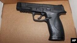 La policía determinó posteriormente que la pistola que llevaba el joven era de juguete, de las BB de balines, similar a la de esta foto.