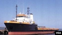 El tanquero italiano secuestrado visto en una foto de archivo, en la actualidad se halla actualmente rumbo al este, hacia Somalia.