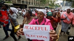 Kenyan women calling for peace and for the election to proceed jubilate outside the Kenyan Supreme Court in downtown Nairobi, Kenya, Oct. 25, 2017.