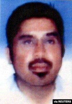 Foto tak bertanggal pemimpin jaringan militan regional Hambali dirilis oleh polisi saat konferensi pers di Jakarta 21 Agustus 2003. (Foto: via REUTERS)