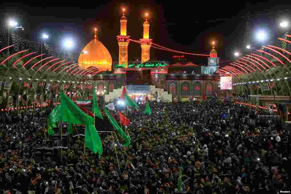 هزاران زائران اربعین در کربلا.